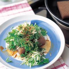 こんにゃくステーキ水菜ソース