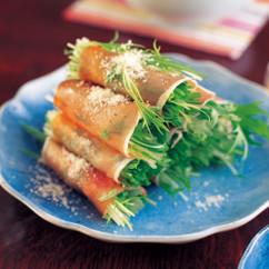 水菜と生ハムサラダパルメジャーノチーズがけ