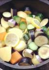 ダッチオーブンで手羽元と夏野菜の塩レモン