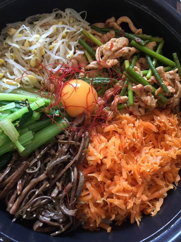 野菜たっぷりホットプレート鍋韓国ビピンパ