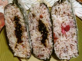 熱中症対策に…梅肉・ゆかり「おむすび」