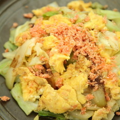 キャベツと卵のフレーク炒め
