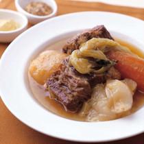 牛バラ肉と野菜の煮込み