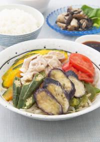 夏野菜と豚肉の蒸しもの にんにくソース