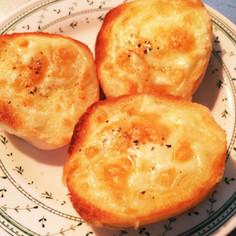 冷凍コストコディナーロールでチーズパン