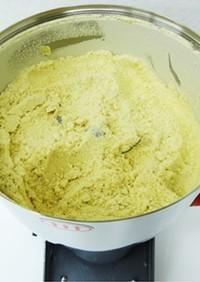 粉砕機で煎り大豆粉末化(きな粉の作り方)