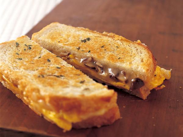 グリルエッグ&きのこ サンドイッチ