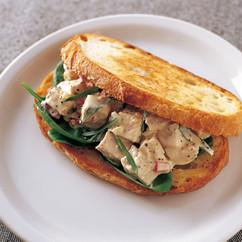 タラゴンチキンサラダ サンドイッチ