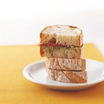 プロシュート&グリーンオリーブのペストソース サンドイッチ