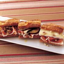 プロシュート&ブラウンドベジタブル サンドイッチ(写真左)