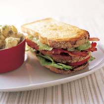 トリプルデッカーBLTサンドイッチ