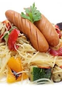 夏野菜とポークウインナーのピリ辛ビーフン