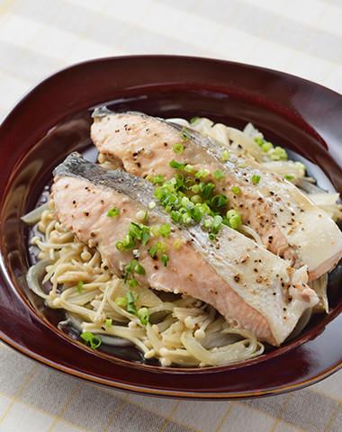 【レンジで簡単】きのこと鮭のバタぽん蒸し