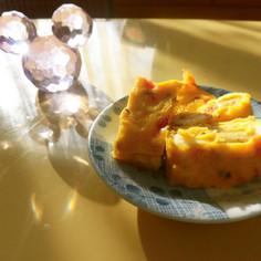 お弁当に!塩トマトとチーズ入りの卵焼き