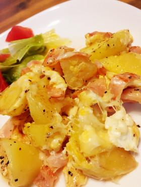 ハムとジャガイモの卵チーズ炒め