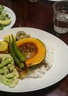 夏野菜カレーとアボカドとカツオのサラダ