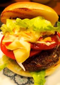 鹿角短角牛のひき肉でアメリカンバーガー