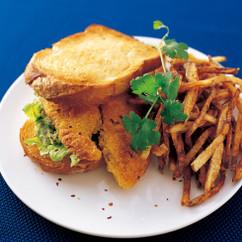 魚のフライ&グアカモーレ サンドイッチ