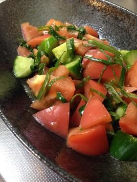 きゅうりとトマト、大葉の中華風サラダ