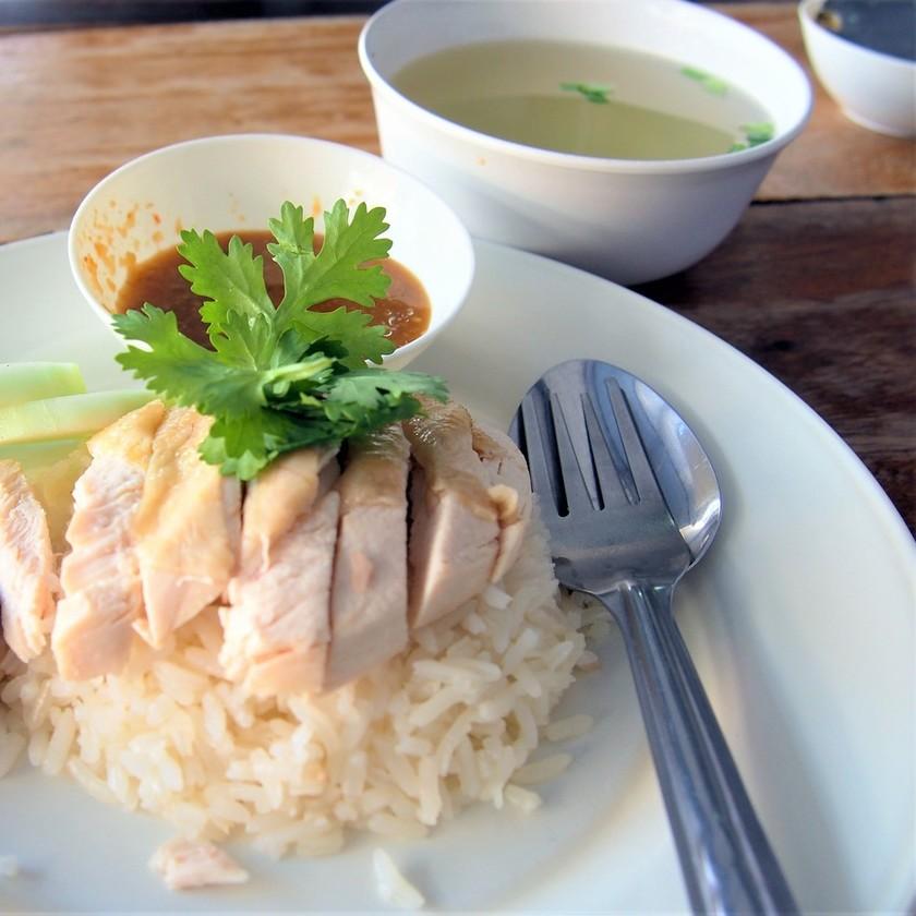 炊飯器で簡単カオマンガイ(海南鶏飯)