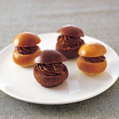 チョコレートクリームチーズ ロール(写真右)