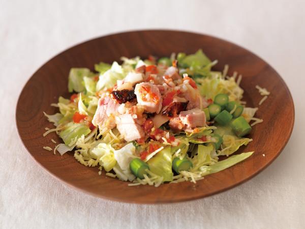 塩麹チキンとレタスのサラダ ラビゴット風
