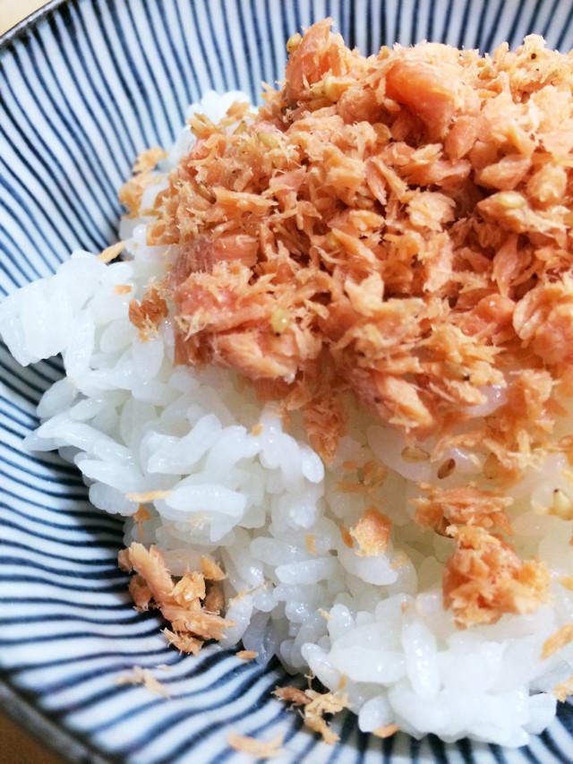 手作り鮭フレーク: ふりかけ、オニギリに