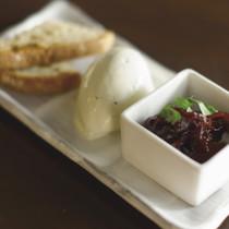ブルーチーズのムース 赤タマネギの赤ワイン風味ジャム