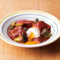 鮭とブロッコリーのデミグラ煮温玉のっけ