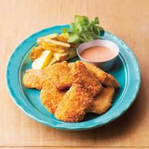 鮭とじゃがいものチーズフライ オーロラソース添え