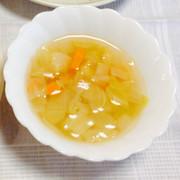 野菜とベーコンのコンソメスープの写真
