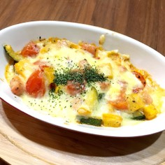トマト&ベーコンとズッキーニのチーズ焼き