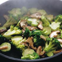ブロッコリーとシイタケの蒸し焼き