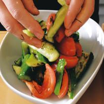 キュウリとトマトと昆布の元気サラダ