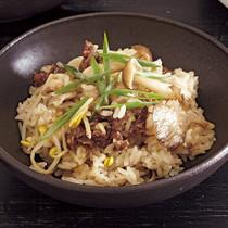 牛肉とたっぷりきのこの炊き込みご飯
