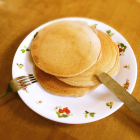 卵不使用!全粒粉100%のパンケーキ