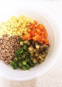 ご飯が進む!みそ味そぼろと野菜の5色丼♪