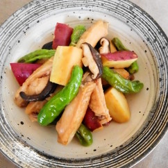 鶏スペアリブとさつまいもの中華煮