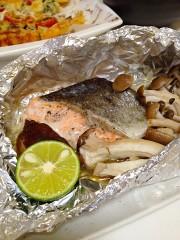 ハーブ塩で簡単★秋鮭ときのこのホイル焼きの写真