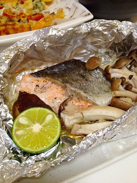 ハーブ塩で簡単★秋鮭ときのこのホイル焼き