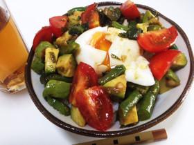 アボカドとトマトの簡単青じそサラダ丼
