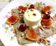 イチジクとバニラアイスの蕎麦粉ガレットの写真