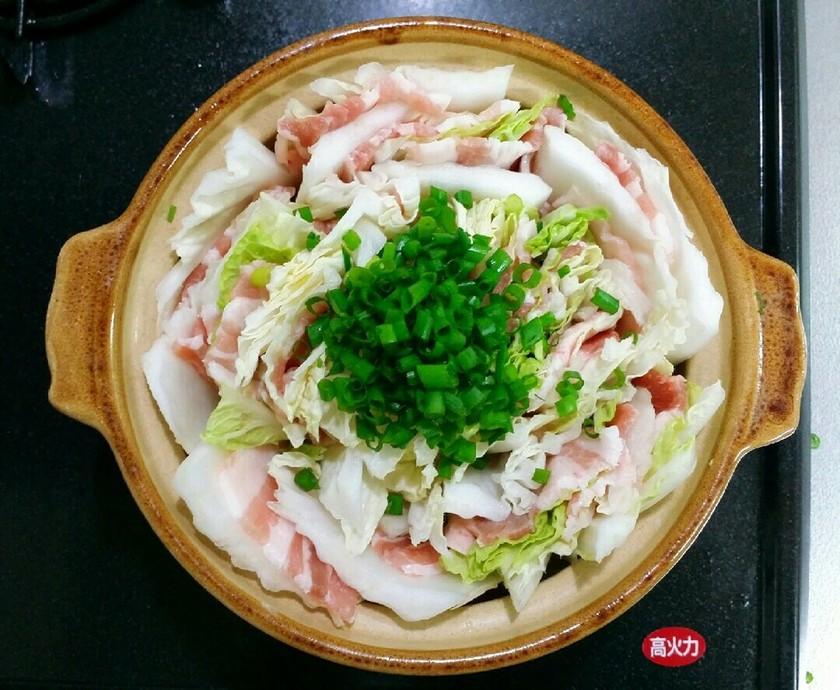 ほんだしで簡単白菜と豚肉のミルフィーユ鍋