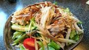 蕎麦と鶏ムネ肉のヘルシーサラダ仕立ての写真