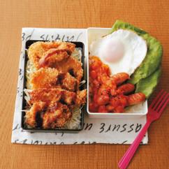 ソースカミカツ弁当(写真左)