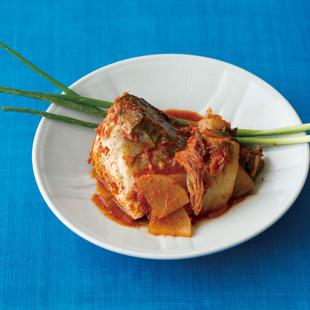 青背の魚のキムチ煮