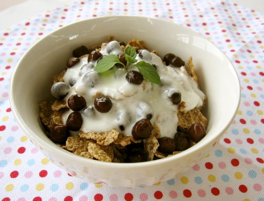 朝ごはんに♪豆シリアルヨーグルト