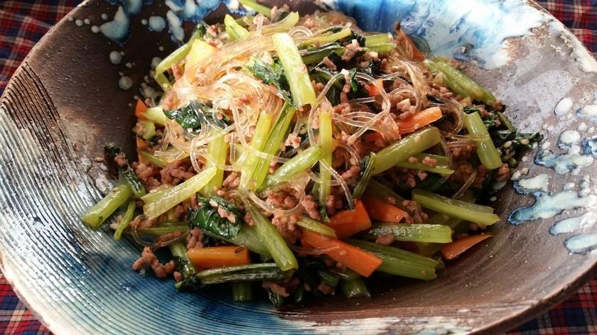 栄養満点☆小松菜と挽き肉のチャプチェ風