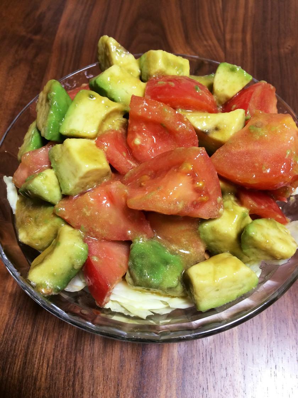アボカドトマトのサラダ