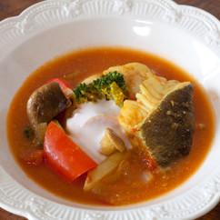 酸味のきいた繊維系野菜とたらのカレー煮込み